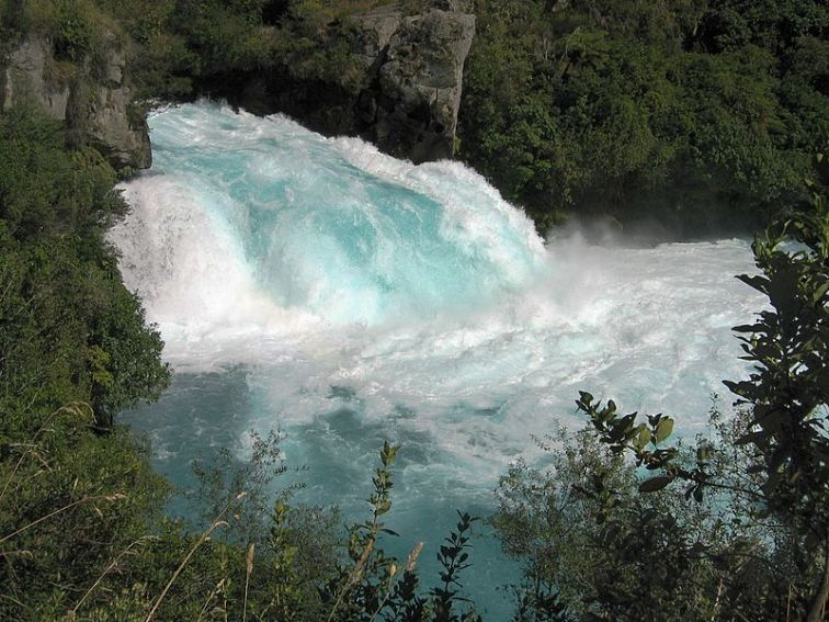 800px-Huka_Falls