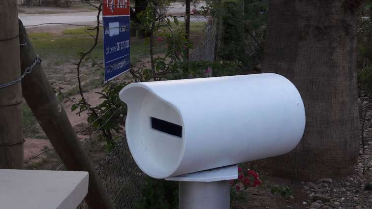 Pipe mailbox